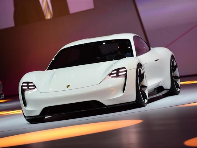 Porsche Mission E: concept tutta elettrica